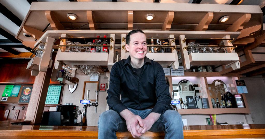 'Als café-eigenaar moet je met de wensen van je klanten mee gaan. Het oude dorpscafé bestaat niet meer'.
