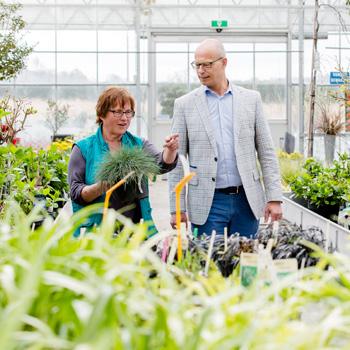 Gerard Creuels op bezoek bij een klant in de land- en tuinbouwsector